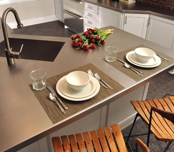 cuisine bar classique en inox. Black Bedroom Furniture Sets. Home Design Ideas
