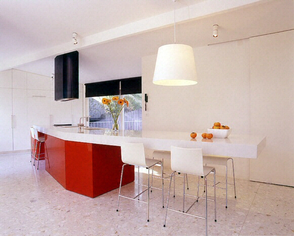 cuisine bar moderne clair en corian. Black Bedroom Furniture Sets. Home Design Ideas