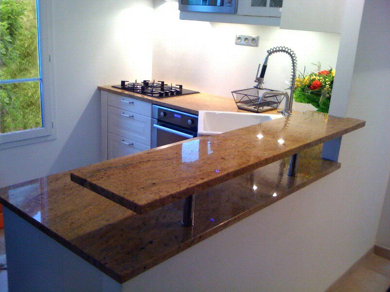 cuisine plan de travail de cuisine classique clair en granit. Black Bedroom Furniture Sets. Home Design Ideas