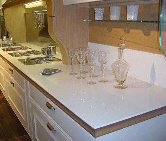 cuisine plan de travail de cuisine classique clair en quartz. Black Bedroom Furniture Sets. Home Design Ideas
