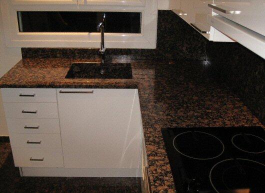 Cuisine plan de travail de cuisine classique fonc en - Cuisine plan de travail granit ...