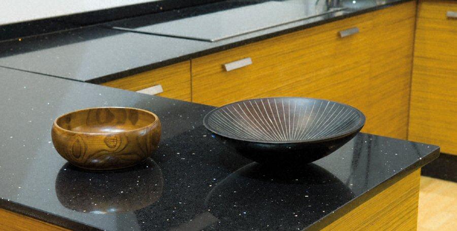 Cuisine plan de travail de cuisine moderne fonc en quartz for Plan de travail cuisine quartz prix
