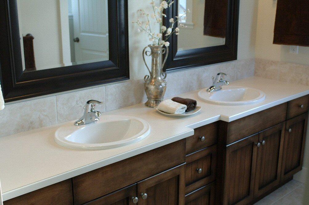 salle de bain plan de travail de salle de bain classique clair en corian. Black Bedroom Furniture Sets. Home Design Ideas