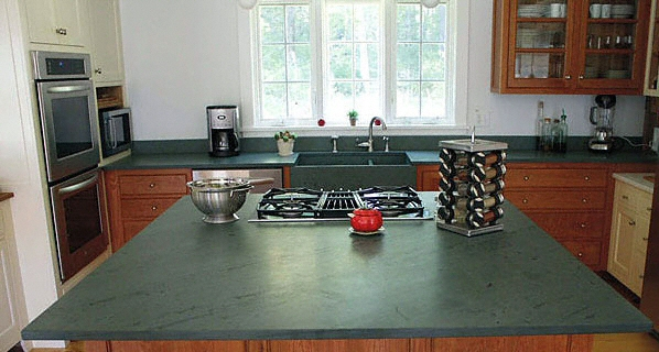 cuisine plan de travail en lot de cuisine classique clair en ardoise. Black Bedroom Furniture Sets. Home Design Ideas