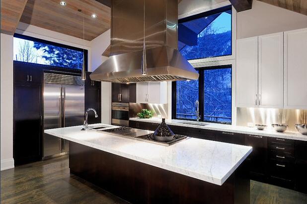 cuisine plan de travail en lot de cuisine classique clair en marbre. Black Bedroom Furniture Sets. Home Design Ideas