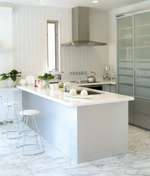 cuisine plan de travail en lot de cuisine classique clair en quartz. Black Bedroom Furniture Sets. Home Design Ideas