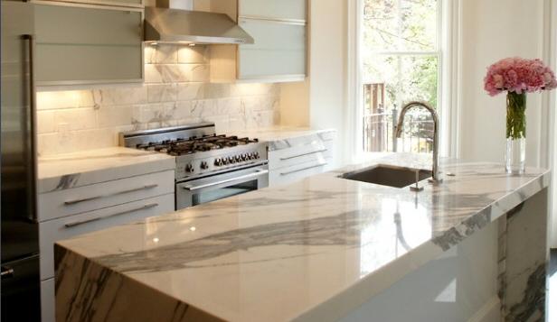 Cuisine plan de travail en lot de cuisine moderne clair for Plan de travail en marbre cuisine