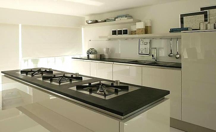 cuisine plan de travail en lot de cuisine moderne fonc