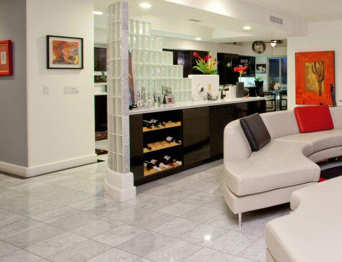 cuisine sol classique clair en marbre. Black Bedroom Furniture Sets. Home Design Ideas