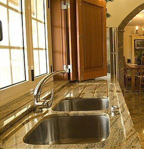 cuisine zone d 39 vier de cuisine classique claire en granit. Black Bedroom Furniture Sets. Home Design Ideas