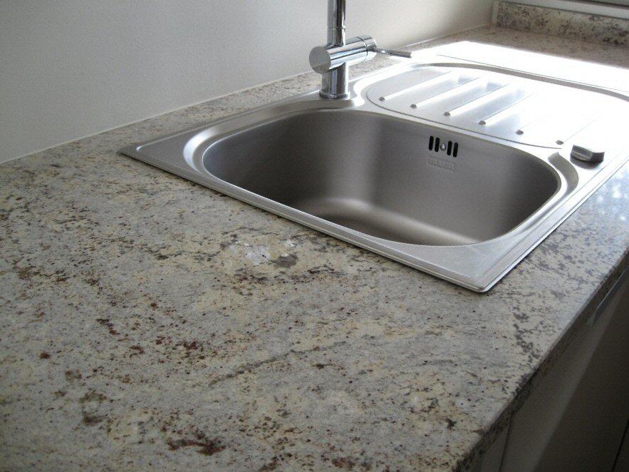 Evier de cuisine en granite blanc avec des id es int ressantes pour la conception for Evier de cuisine granit blanc