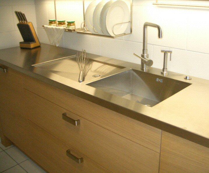 cuisine zone d 39 vier de cuisine classique en inox. Black Bedroom Furniture Sets. Home Design Ideas