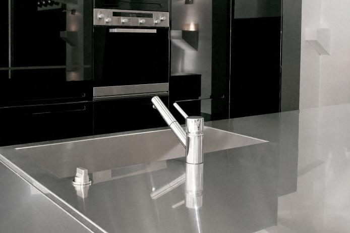 cuisine zone d 39 vier de cuisine moderne en inox. Black Bedroom Furniture Sets. Home Design Ideas
