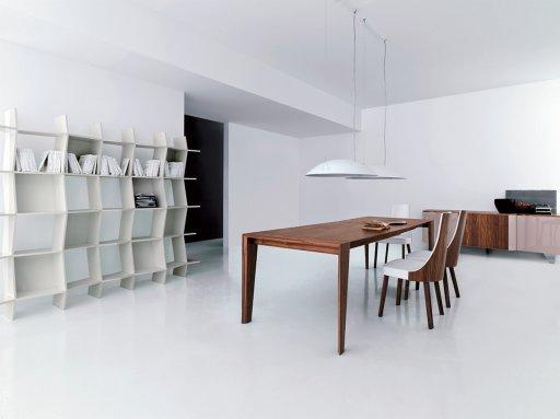 Decoration Cuisine Les Plats :  » Chaise tissu écopelle MILA blanc structure en bois placage noyer[R