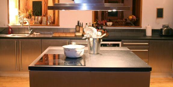 netovia est partenaire de m6 d co plan de travail en. Black Bedroom Furniture Sets. Home Design Ideas