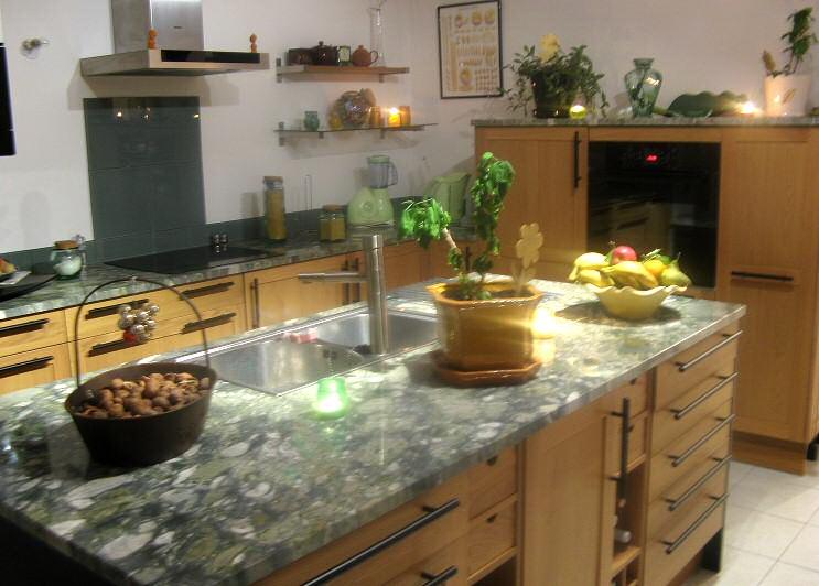 granit pour plan de travail de cuisine et salle de bain. Black Bedroom Furniture Sets. Home Design Ideas